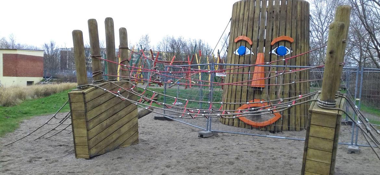 Kletterturm auf dem Inselspielplatz